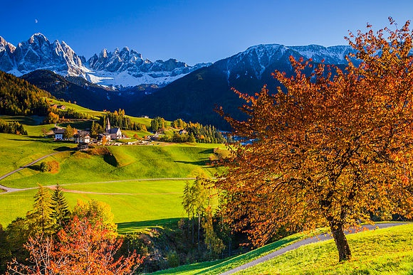 Delightful autumn in South Tyrol or sparkling Christmas in Innsbruck