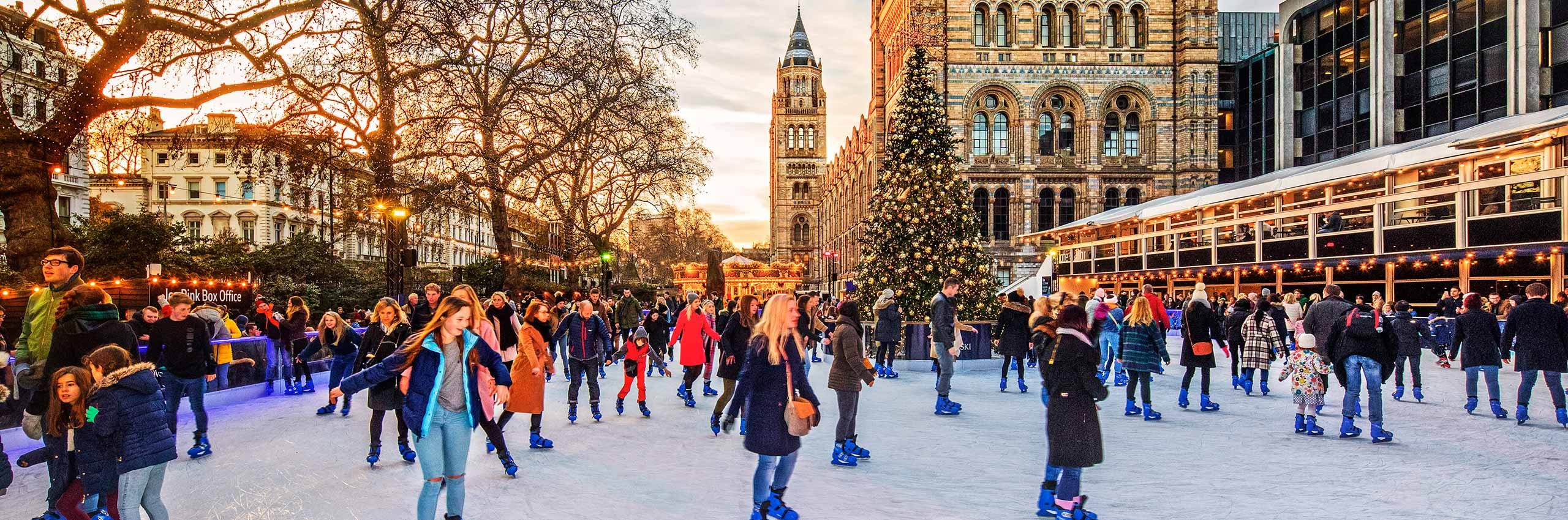 BVH-20643877 | UK/London, Ice Rink in front of the Natural History Museum in December | © Reinhard Schmid/4Corners