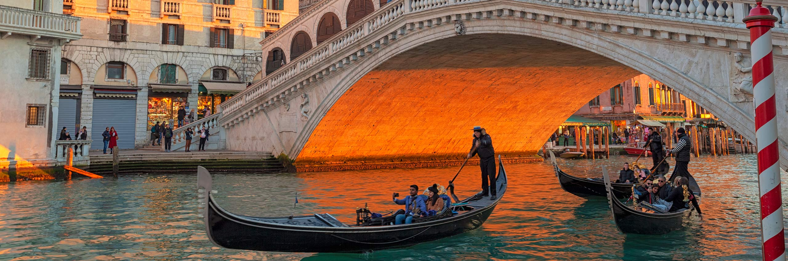 SIM-514107 | Italy/Veneto, Venezia district, Venice, Rialto Bridge | © Diego Cuzzolin/4Corners